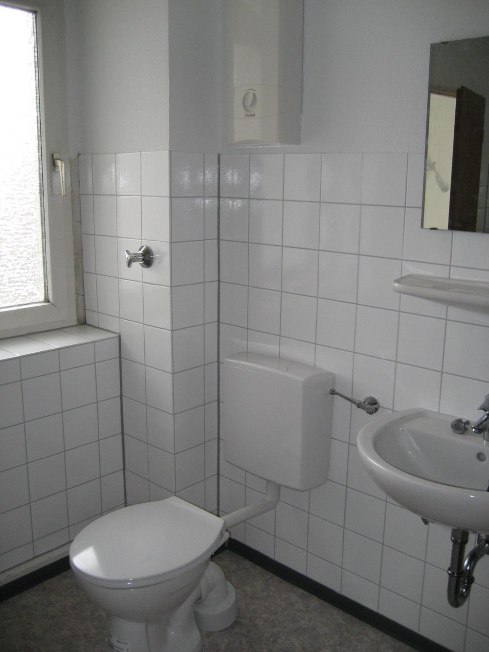 Badsanierung und Fliesenbeschichtung mit Flüssigkunststoff   Con System GmbH, Essen